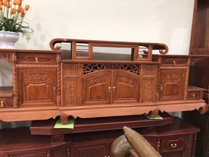 Tủ tivi gỗ gõ đỏ mẫu mâm cong 2,4m
